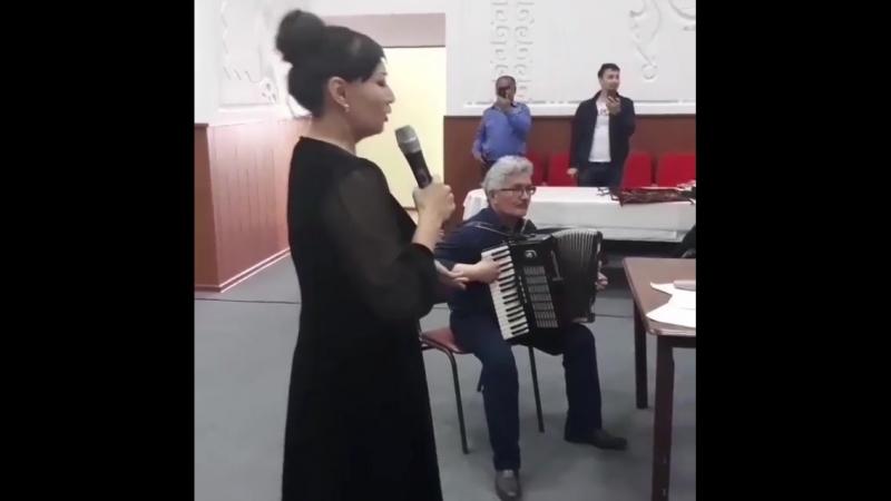 Қарттар үйінде концерт қойған Мәдина Сәдуақасова көпшіліктің жүрегін елжіретті