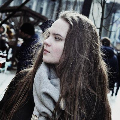 Оля Топанова