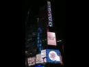 180623 Баннер в честь победы на музыкальном шоу SBS The Show на Таймс-Сквере, Нью-Йорк.