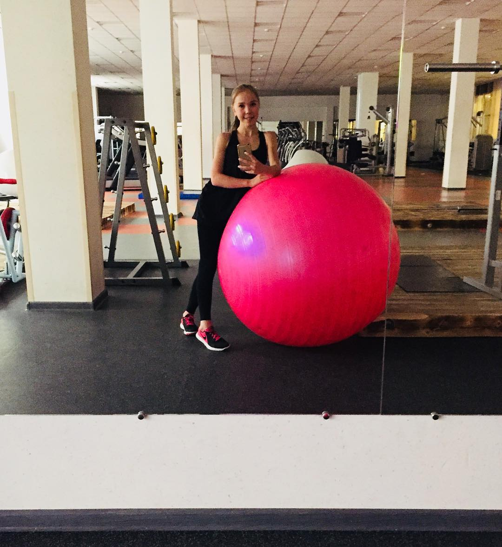 Розовый мяч Новогорска & Индивидуальный чемодан фигуриста - Страница 4 QnCna4dZADY