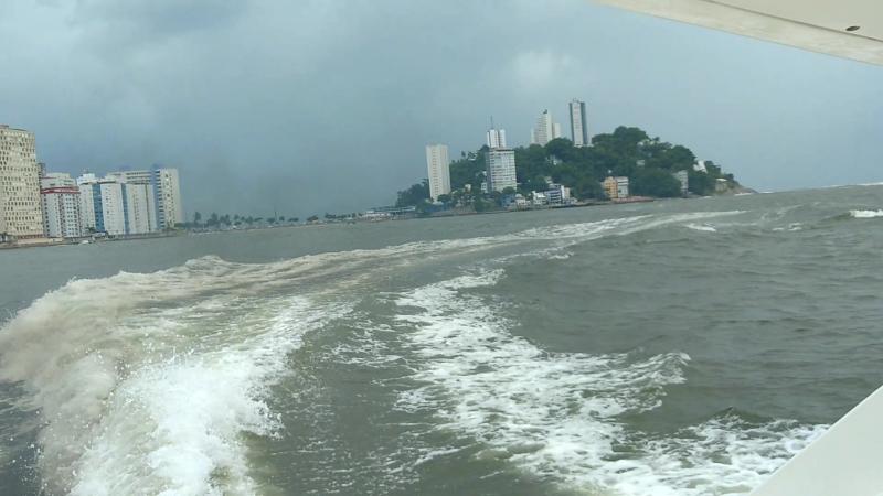 Navegando com mar ruim.