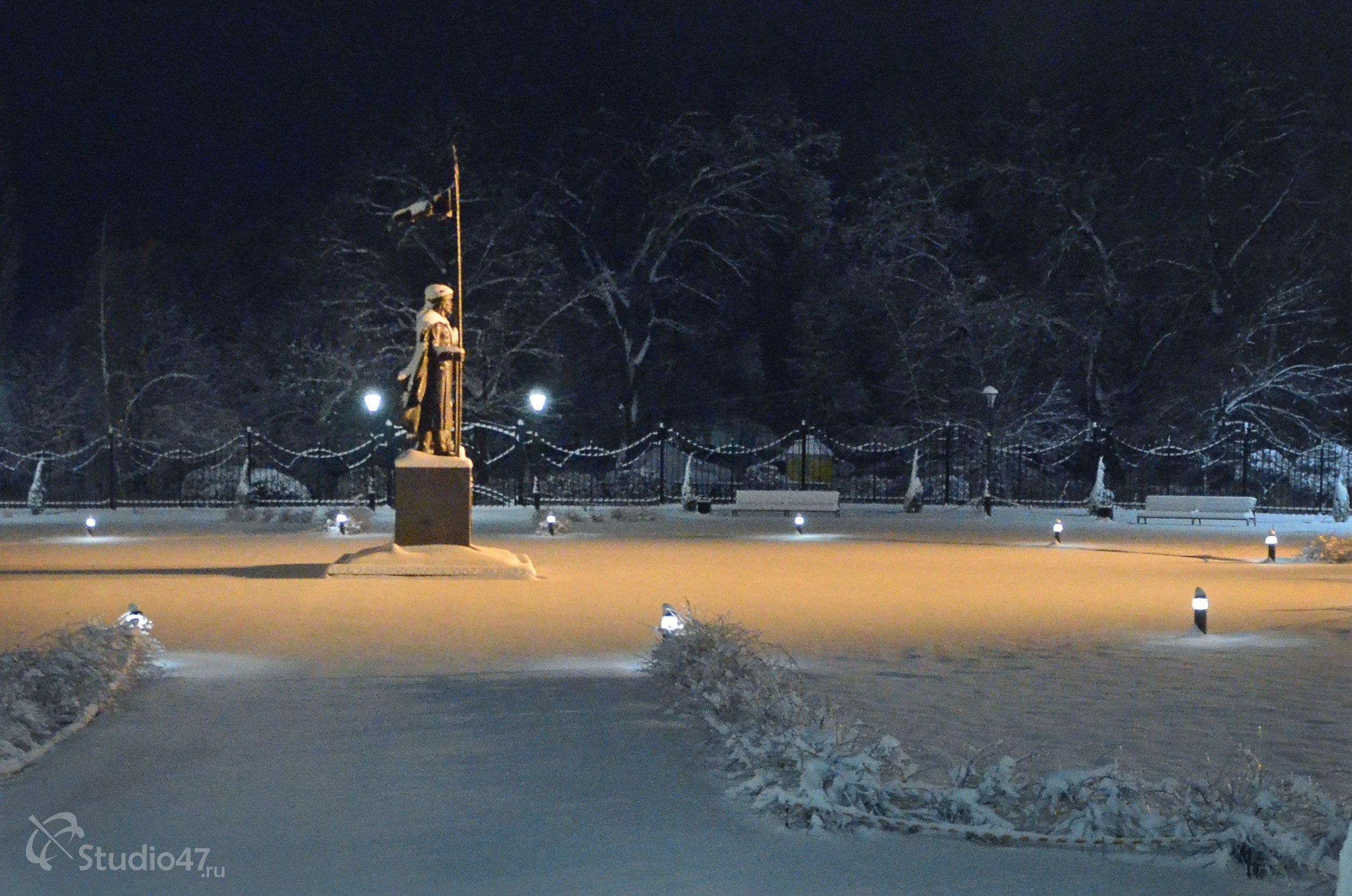 Старособорная площадь и памятник Борису и Глебу