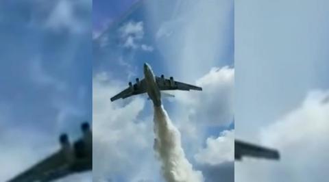 Вести.Ru: Ил-76 сбросил тонны воды на инспекторов ДПС в Подмосковье