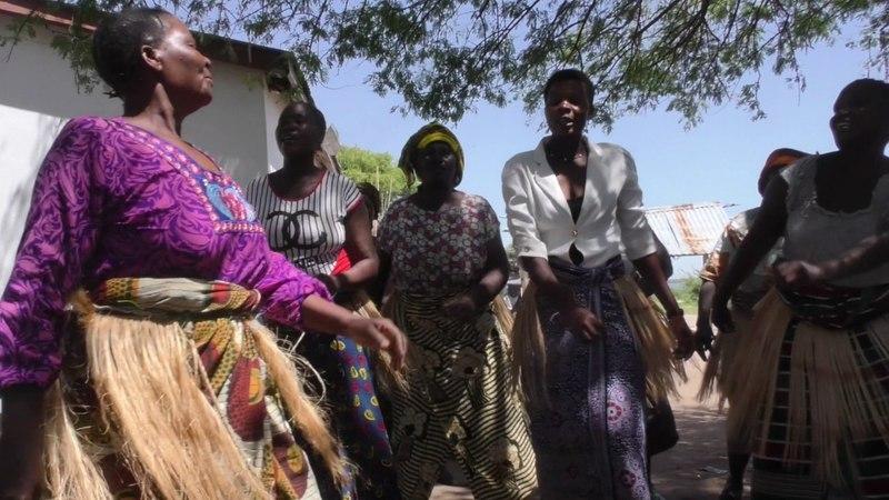 Африка. Танзания. Рыбацкая деревня на берегу озера Виктория. Африканские песни и танцы