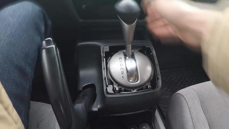 Как подтянуть и отрегулировать ручник в Хонда Цивик 4Д