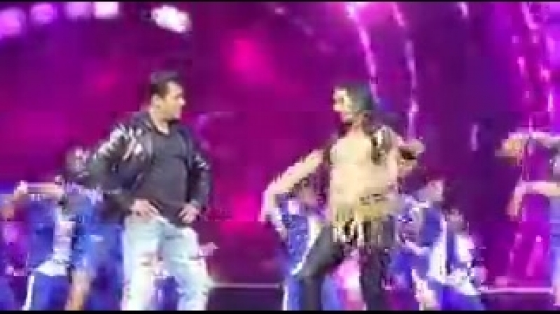 @BeingSalmanKhan and KatrinaKaif perform on Mashallah - - DabanggReloadedHungama - atlanta.mp4