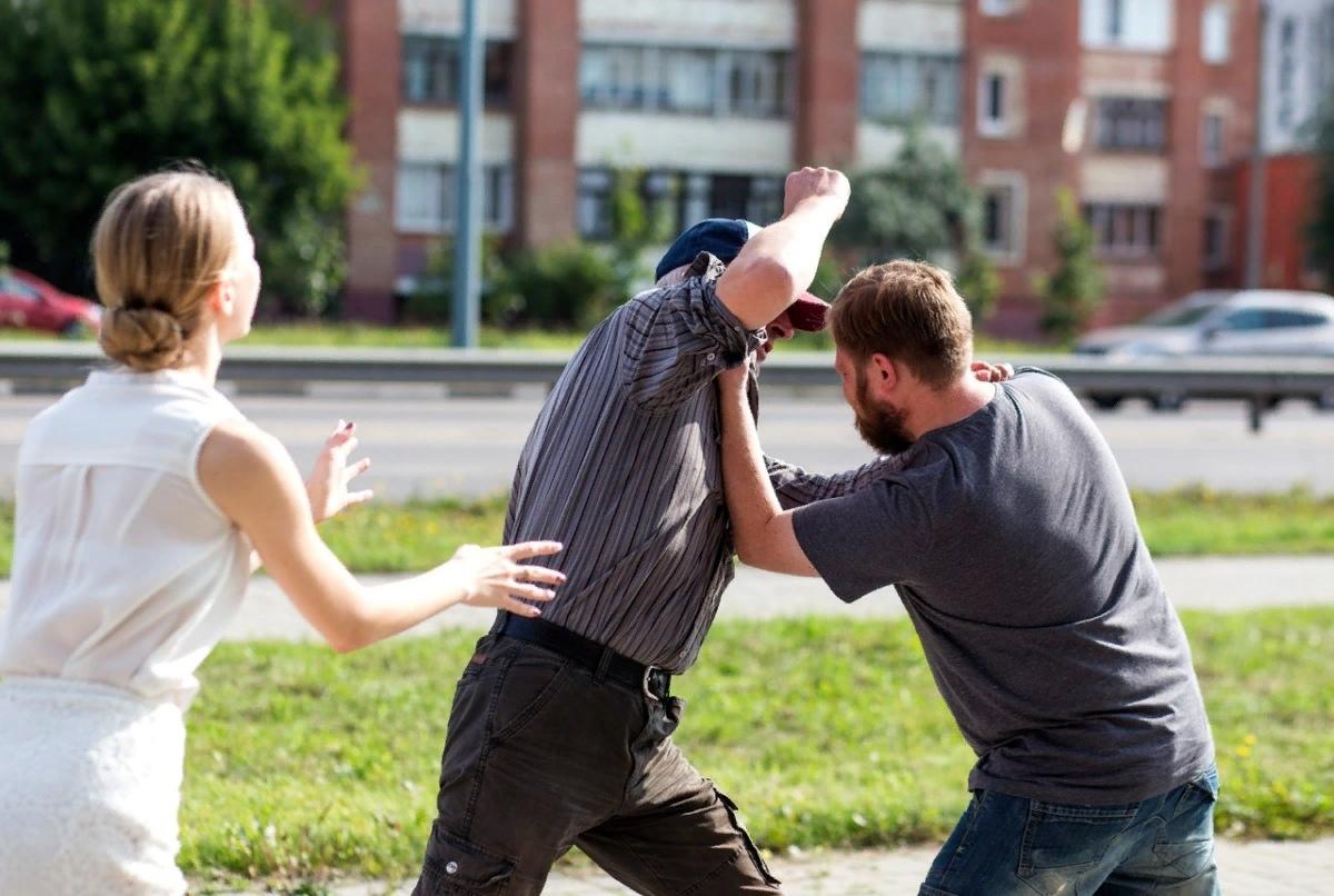 Женщины напали на парня