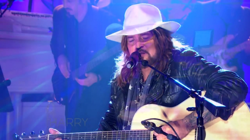 Billy Ray Cyrus Performs Hey Daddy