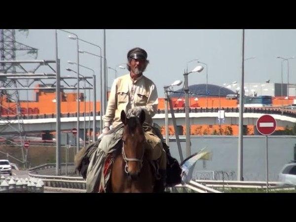 Китаец отправился в путешествие на лошади по городам ЧМ 2018