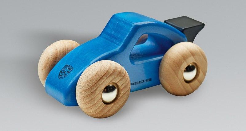 Porsche отзывает игрушечные машинки