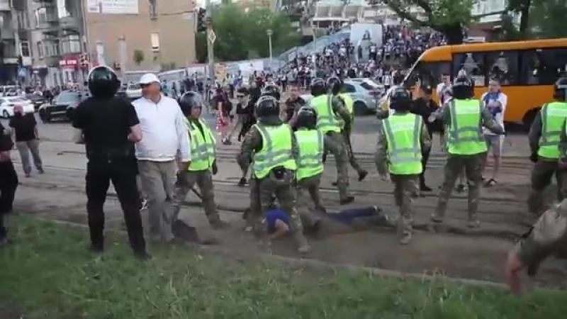 Днепропетровск 09.05.2018 беспредел околофутбольной ультрасни