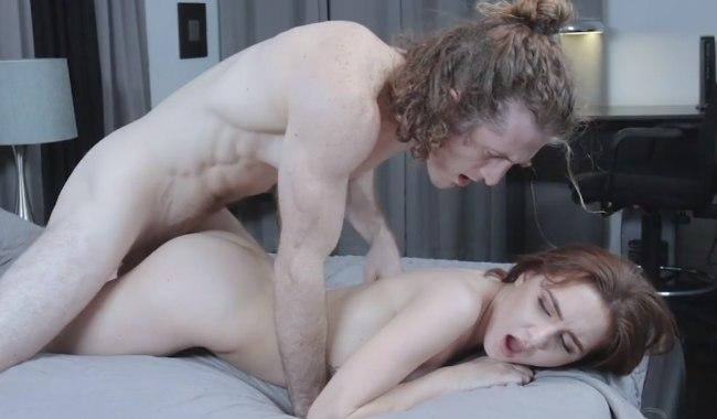 Волосатый перец трахает свою любимую девушку.