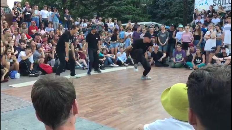 Stomp crew (StaJ Zoku Shah) hip hop 3x3 selection Yalta Summer Jam
