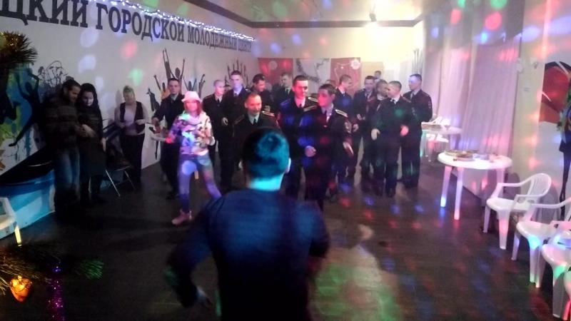 Танцуй, молодежь!