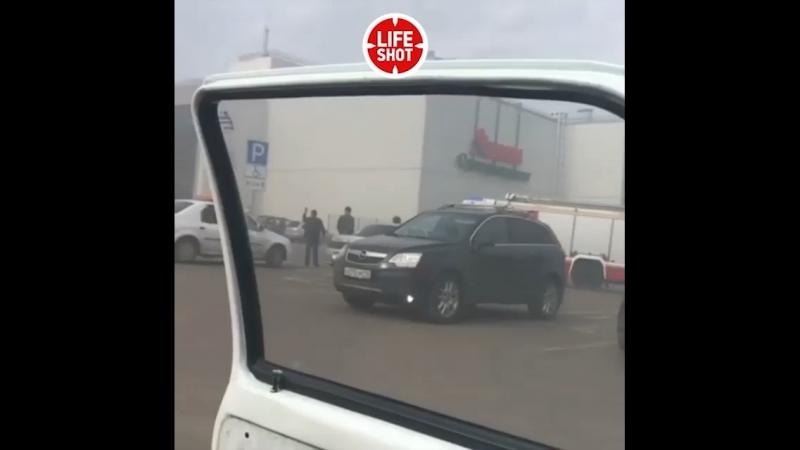 ТЦ «Порт» полыхает в Казани. Кадры с места