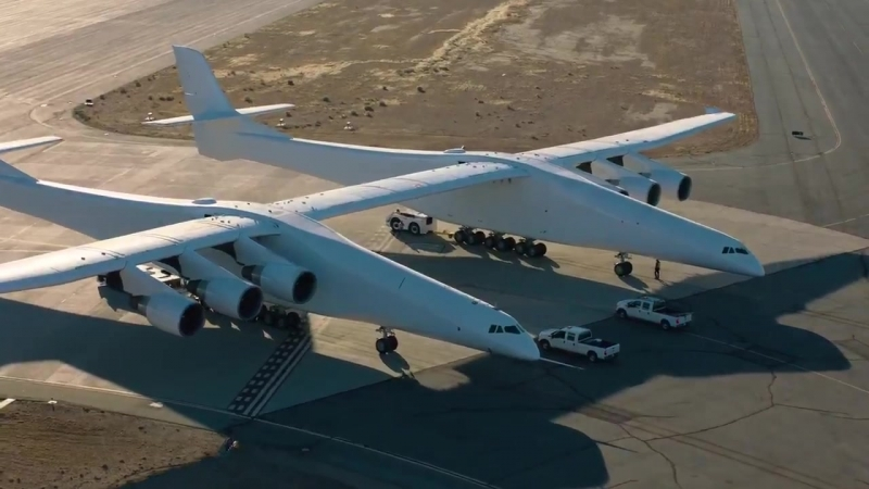 Captured new video of @Stratolaunch plane as it reached a top taxi speed of 40 knots 46 mph with all flight surfaces in place on