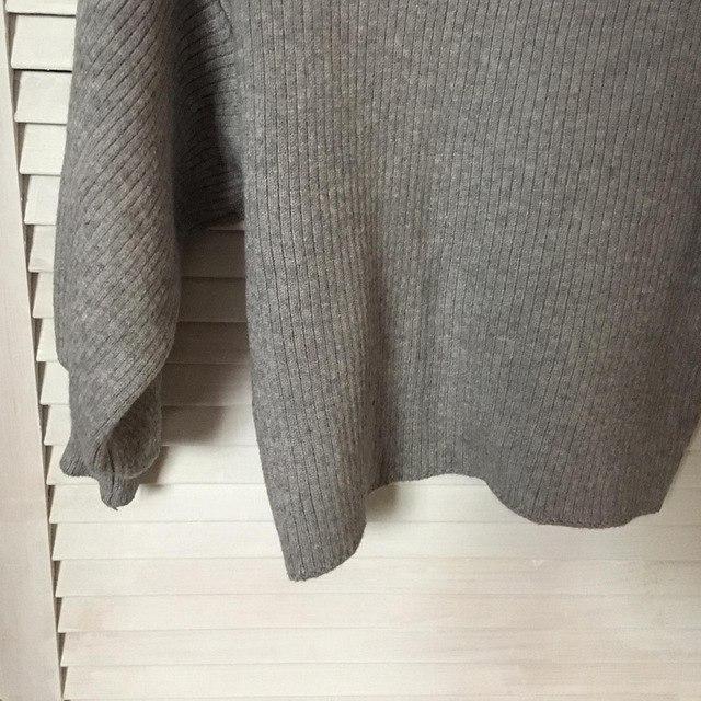 Серенький свитерок с рукавами 78