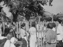 Люди слушают объявление Молотова о начале войны, июнь 1941