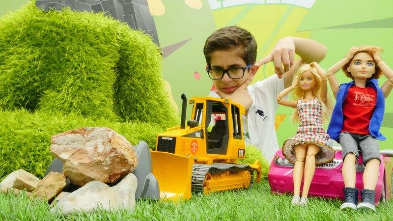 Araba oyunları. Barbie ve Kene dağ yolunu açıyoruz
