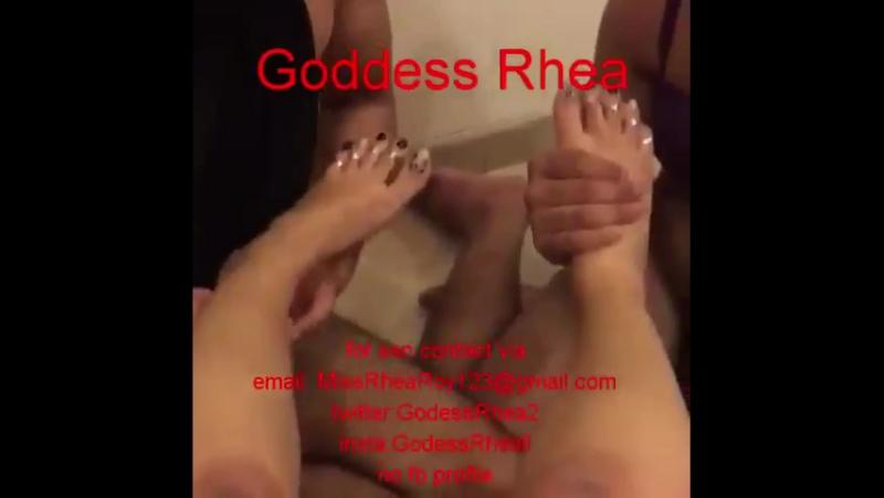Indian Queen Rhea's feet massaging slaves ❤