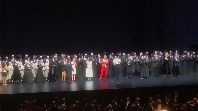 The moment when Mariss Jansons went on stage after last nights premiere of Tchaikovskys Pique Dame at the @SbgFestival Congratu