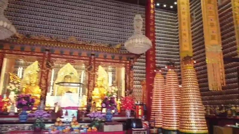 Монастырь 10 000 будд В каждой нише на стене находится маленький будда