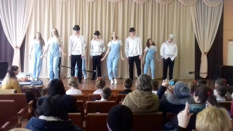 Учні 10 класу - танець Романтика