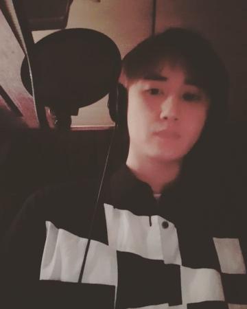 "YoungSaeng Heo on Instagram: ""잘하는거 찍으려다가~ 노래 못 불러버림ㅋㅋ 소리없음! 나중에 음원공개되면 올릴예정!!"""