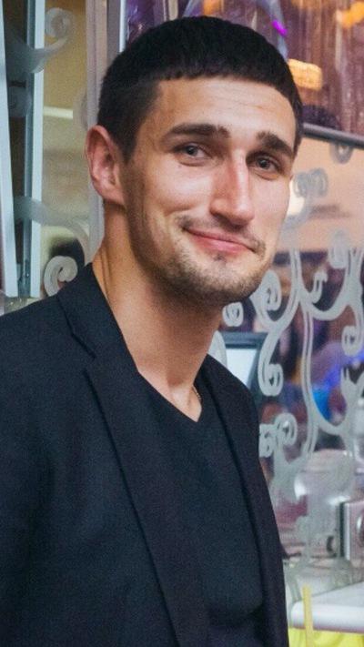 Валентин Добров
