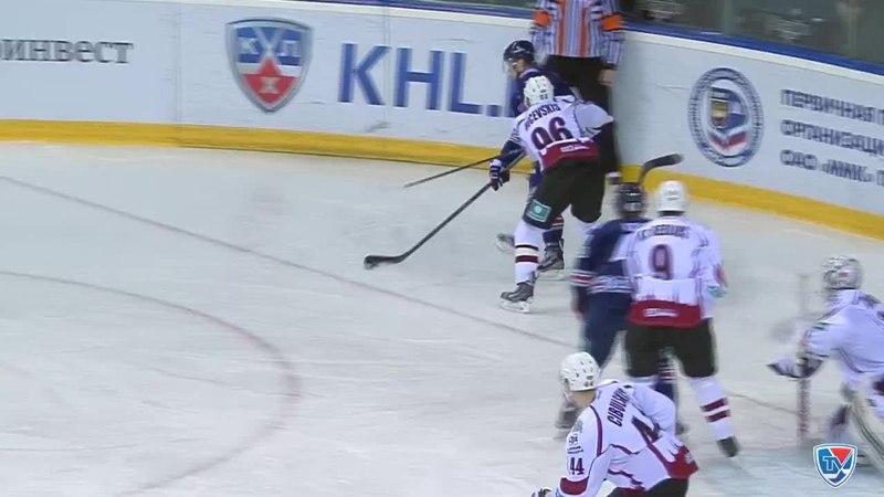 Моменты из матчей КХЛ сезона 14 15 Гол 1 0 Накатил Данис Зарипов Металлург Мг и в касание бросил над щитком 11 12