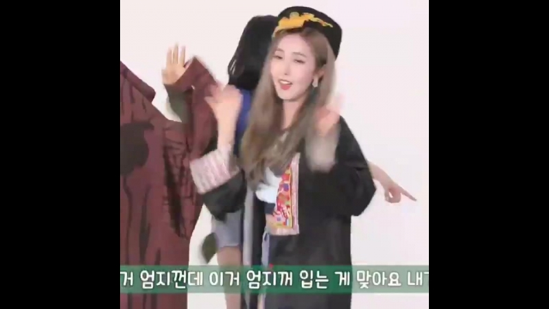 Sowon and eunha are fighting over the costumes