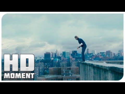Выжившие пытаются добраться до крыши - Война миров Z (2013) - Момент из фильма