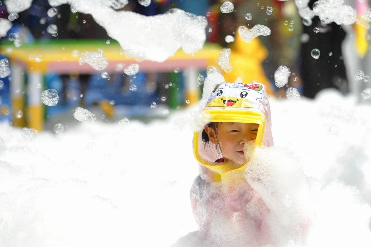 Погружение в море пены: Развлечения в китайском детском парке