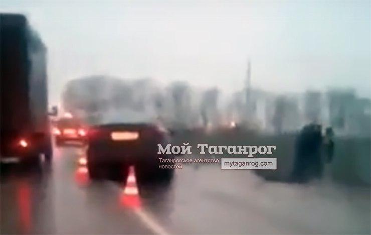 На трассе «Ростов-Таганрог» столкнулись два автомобиля KIA, двое пострадавших