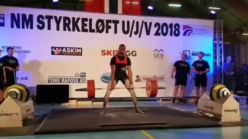 Чидо Нноли - тяга 326 кг (83 кг)