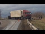 Эксклюзив! Видео как вытащили грузовик из-за бардюра (это на дороге из Димитровграда)