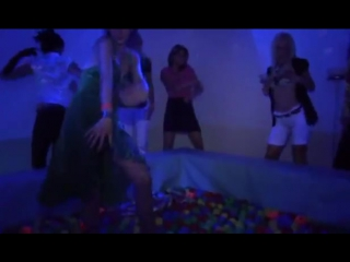 Секс вечеринка в клубе. Трахают клубных шлюх, заливают спермой