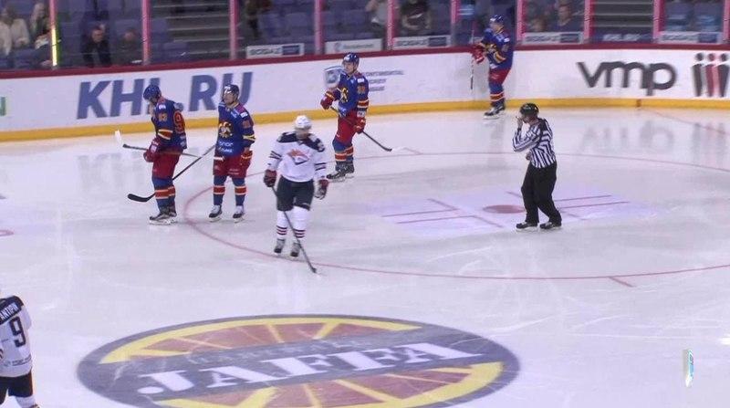 Моменты из матчей КХЛ сезона 14 15 Удаление Зарипов Данис Металлург Мг за опасную игру высоко поднятой клюшкой 14 10