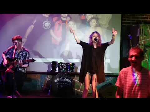 Теща Махова и Денис Никулин на концерте памяти Андрея Ветрова (Glastonberry 23-06-2018)