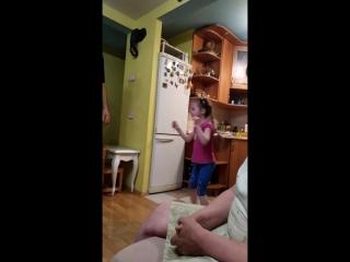 Танцы с любимым папой крестным, у бабушки.