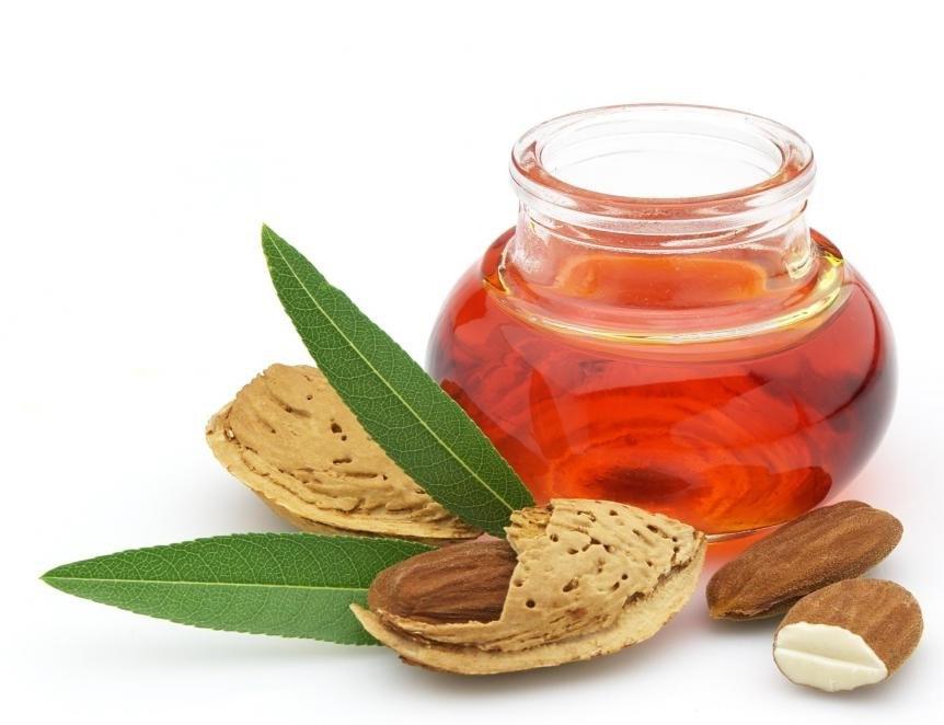 Миндальное масло можно использовать в качестве масла-носителя.