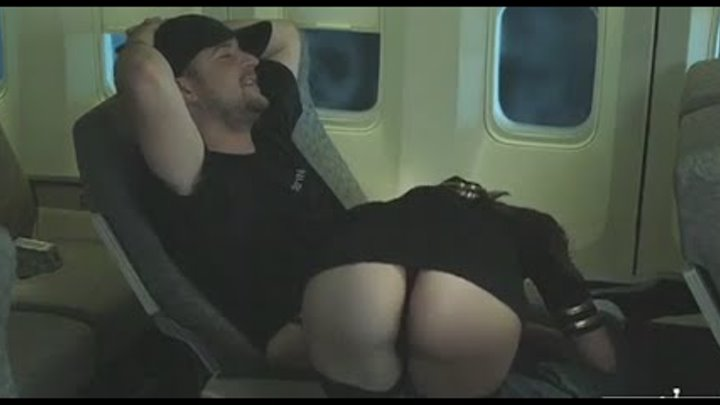 Отсосала на борту самолета минет / blowjob on board the aircraft / prank