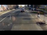 Как научить пешеходов смотреть по сторонам?