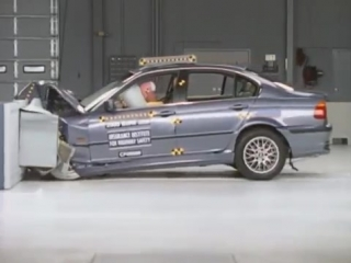 2000 BMW 3 series moderate overlap IIHS crash test