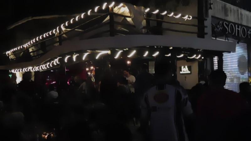 Плайя-дель-Кармен, бар на Пятой авеню.По вечерам можно часами ходить вдоль авеню от бара к бару, от ресторанчика к ресторанчику