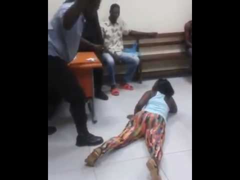 Порка в полицейском участке вероятно в Экваториальной Гвинее See how this lady was flogged mercilessly on the ass by a police officer