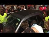 Фанаты окружили машину Товена после матча