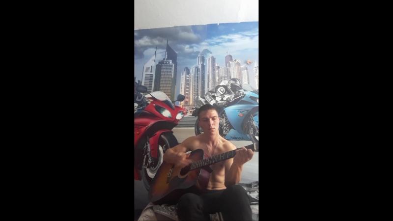 учусь на гитаре играть