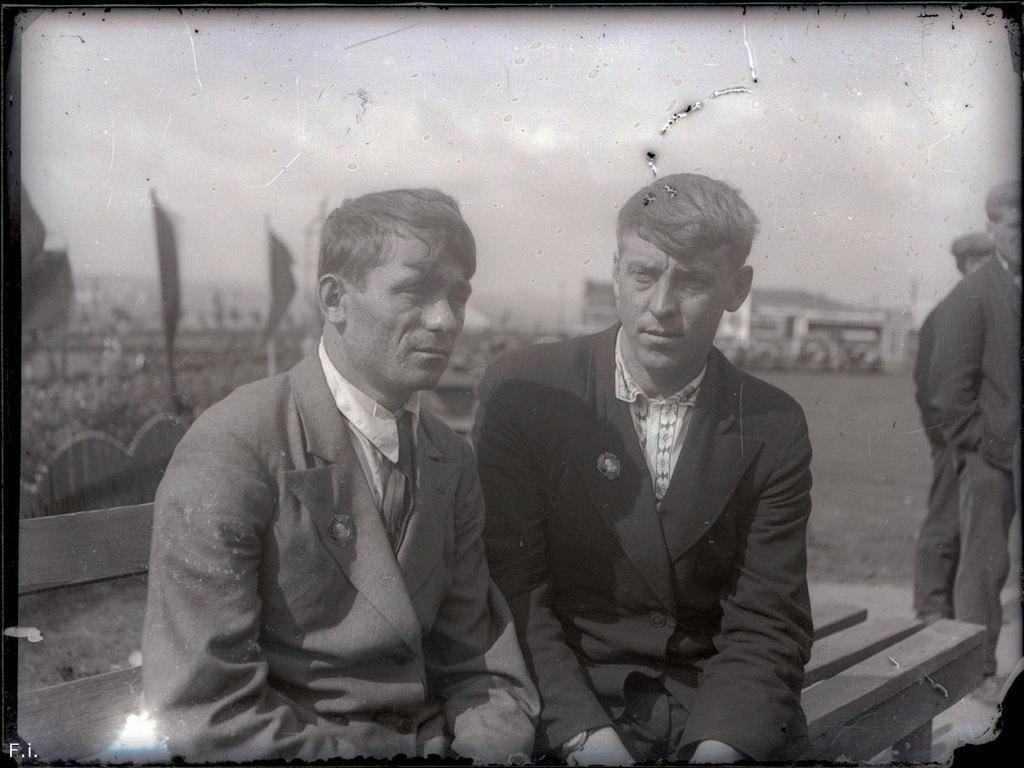 Шахтеры Алексей Стаханов и Виктор Кривонос после награждения орденами. Сталино, 1936 год.