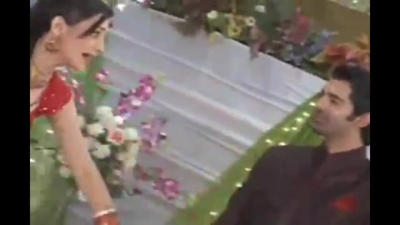Отличие в сцене михенди Арши: закадр и фильм